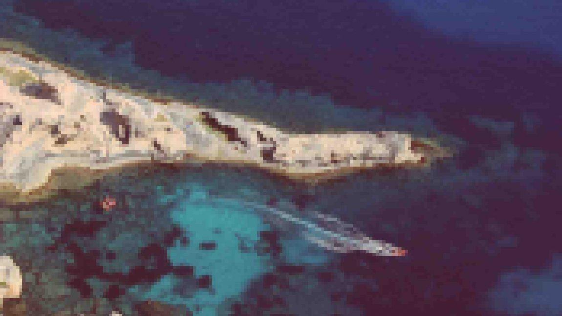 """boat-in-the-sea-1150x647.jpg"""">"""